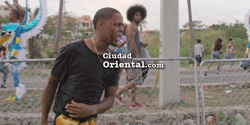Vídeo + fotos - Corre la sangre en el Carnaval de Santo Domingo Este