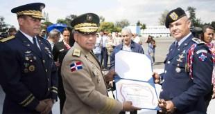 Entregan pergaminos de reconocimientos a oficiales FARD
