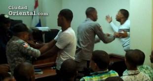 Los dos condenados reaccionaron violentos en el interior de la Sala de Audiencia