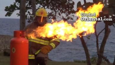 Photo of Vídeo – Los bomberos de SDE enseñan a apagar un fuego y esto fue lo que sucedió