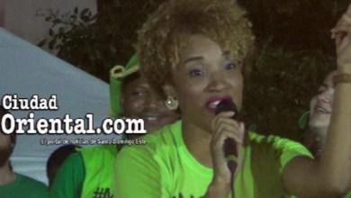 "Una artista cibaeña canta el ""himno"" d e la marcha verde"
