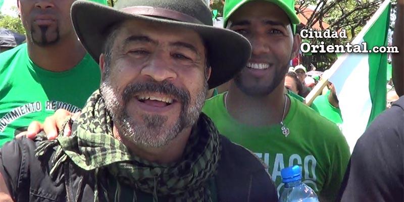 Vídeo - ¿Por qué el general (r) Rafael Pércival viste con  un pañuelo palestino?