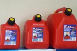 Envases para combustibles que vende el regidor Danilo Mesa