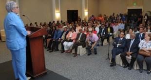 La doctora Altagracia Guzmán Marcelino, se dirige a los presentes