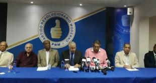 Dirigentes del PRM en rueda de prensa en su local nacional