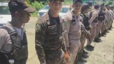 Policías bloquean elpaso a Punta Catalina