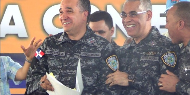 Ney Aldrin Bautista Almonte (i) y Neivis Luis Pérez Sánchez