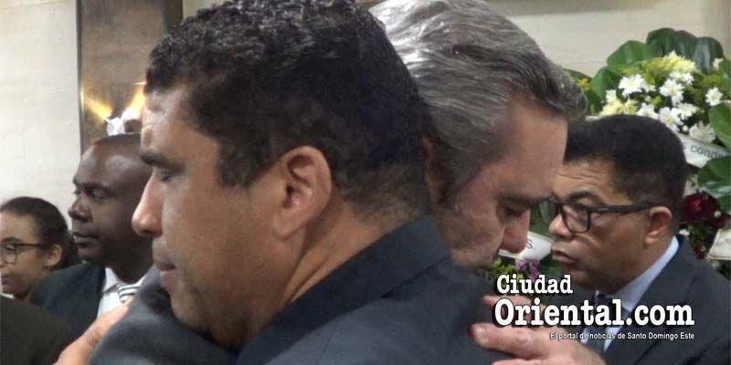 Luis Abinader expresa pesar a Dío Astacio por la muerte de su padre + Vídeo