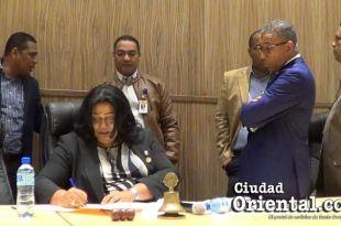 Pascual Disla, al fondo, con chaqueta de cuero