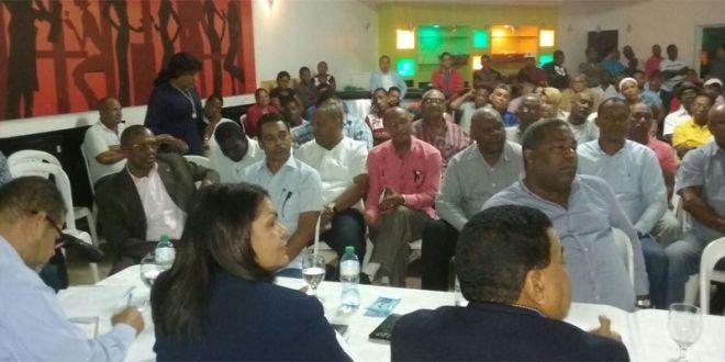 Participantes en el taller de Adecuación Electoral del PRD