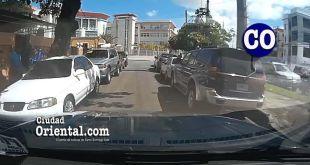 Así ocupan los dealers esta calle frente al Palacio Municipal ante la indiferencia de las autoridades del ASDE