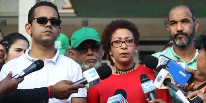 María Teresa Cabrera junto a otros directivos del colectivo Marcha Verde