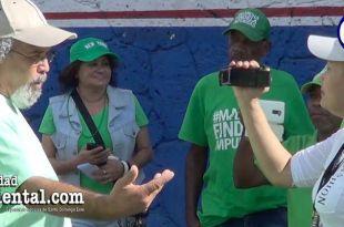 Rogelio Cruz entrevistado por Cinthia Polanco durante la Marcha Verde del 28 de Enero.