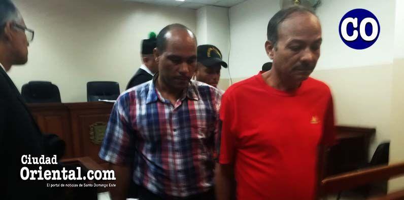 Distribuyen 20 años de prisión a dos hombres falsifican pesos y dólares