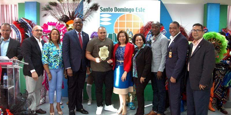 ASDE premia a ganadores del Carnaval Santo Domingo Este 2018