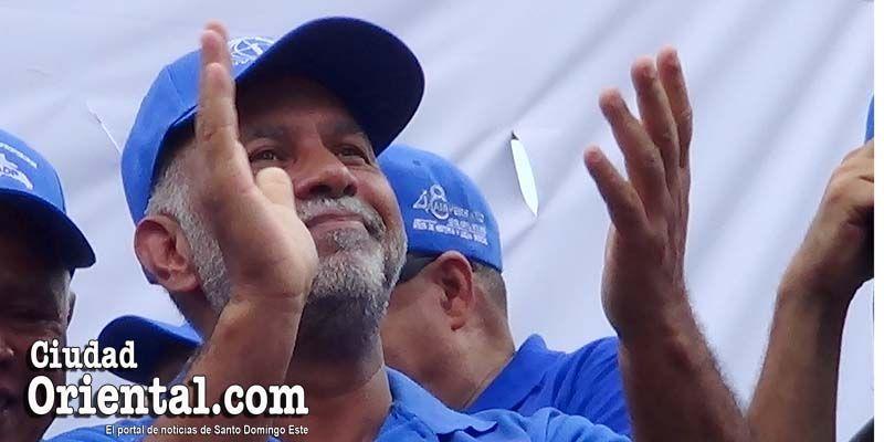 """Lo que """"esconde"""" el líder de los maestros dominicanos detrás de esa sonrisa"""
