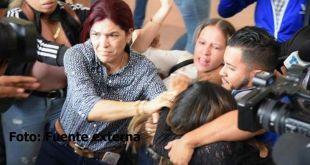 La periodista Deyanira López, bajo ataque de los imputados