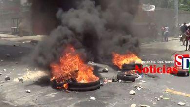 Photo of Violentas protestas en Sabana Perdida para reclamar arreglo de las calles
