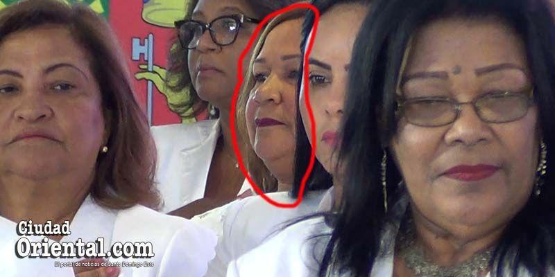 """Bernarda Aracena """"se coló"""" entre los regidores, pero no se atrevió a entrar a la Sala Capitular"""