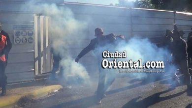 Photo of Vea la reacción del regidor Julio Decamps tras ser atacado con gases por la PN en  el Parque del Este + Fotos