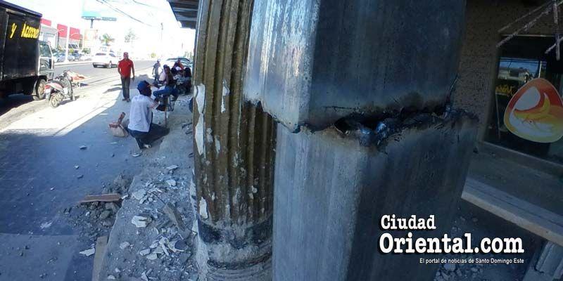 Antes del amanecer, la Dirección de Espacio Público del ASDE intenta derribar fachada Discoteca El Aguila + Fotos
