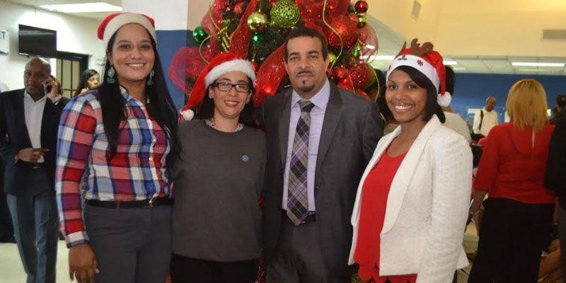 Fiscalía de Santo Domingo Este comparte brindis navideño con usuarios