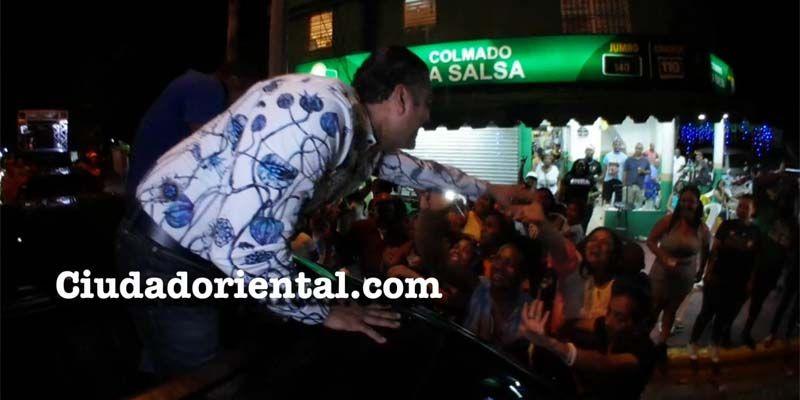 En caravana navideña Luis Alberto Tejeda muestra contagioso magnetismo en la Circ. 2 de SDE + Vídeo