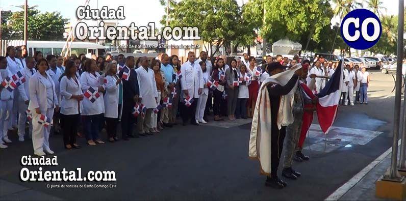 Fue izada la Bandera Nacional, cantando a coro el Himno Nacional Dominicano.