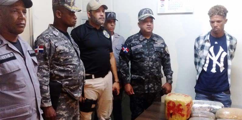 El detenido fue trasladado a la regional sur con asiento en Barahona para fines de investigación.
