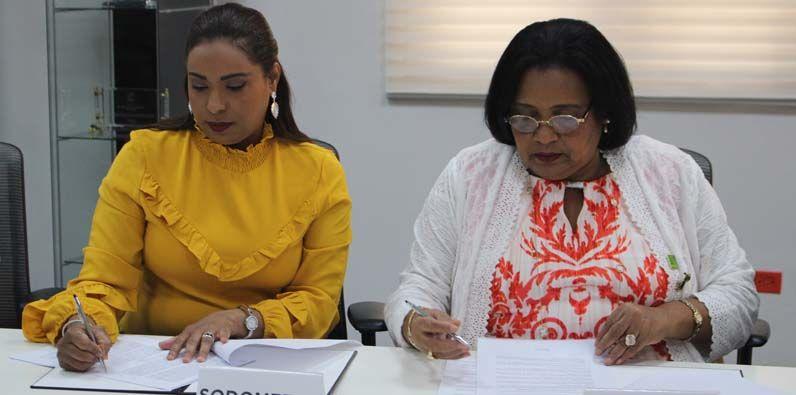 Las doctoras Mercedes Rodríguez Silver y Ronit Hernández.