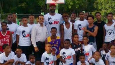 Photo of Ramon García auspicia clínicas de baloncesto impartidas por el capitán Jack Michael Martínez