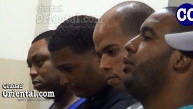 Cuatro de los seis condenados, escuchando la sentencia.