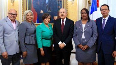 Photo of Danilo Medina recibe visita de cortesía presidenta ADP, Xiomara Guante