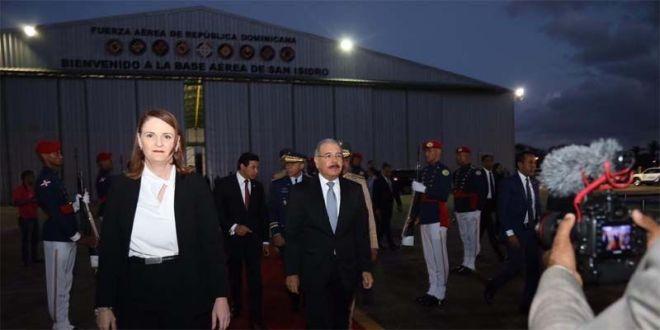 Danilo Medina rumbo a El Salvador