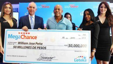 Photo of LOTEKA entrega 50 millones a ganador de Puerto Plata