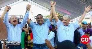 Desde la izquierda Danilo Medina, Luis Alberto y Gonzalo Castillo (El Penco)