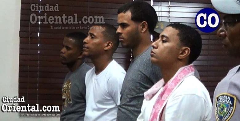 Los cuatro imputados al escuchar la sentencia.