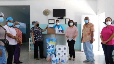 Photo of Jacinta Estévez, realiza donación a Centro de Salud del Isabelita