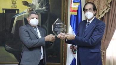 Photo of Ministro Montalvo reconoce labor del asesor Pastor Ponce en diferentes programas del gobierno