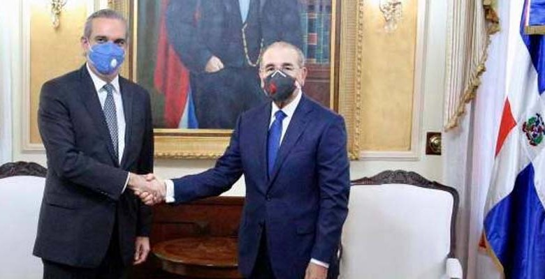 Luis Abinader (i) y Danilo Medina
