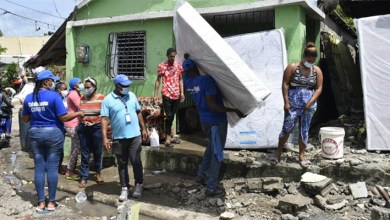 Photo of Plan Social asiste a familias afectadas por tormenta Isaías en Hato Mayor