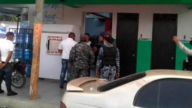 Photo of Cierran 3 negocios y apresa 59 en SDE por violar el toque de queda