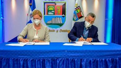 Photo of Ayuntamiento SDE y PNUD firman acuerdo impulsará recuperación socioeconómica del municipio