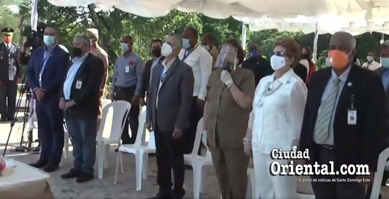 En esta foto, solo un regidor acompaña a Jiménez. El resto de los presentes son empleados del ASDE