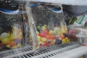 Hay frutas tan exóticas que sólo se pueden conseguir congeladas. Estas llegan de Brasil y tiene mucha demanda de africanos, asiáticos y latinoamericanos.