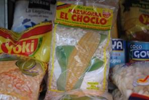 """El choclo o maiz tierno. Este es especial para preparar """"mazamorra"""", un alimento muy popular en Latinoamérica y también hay muchas formas de prepararlo. Se encuentra empacado y desgranado. Foto: M.Velásquez."""
