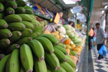 Los bananos son parte de la dieta mediterránea. Suelen llegar de Costa Rica a muchos países europeos, pero también de las islas canarias, a donde se les llama 'plátanos'. Foto: M.Velásquez