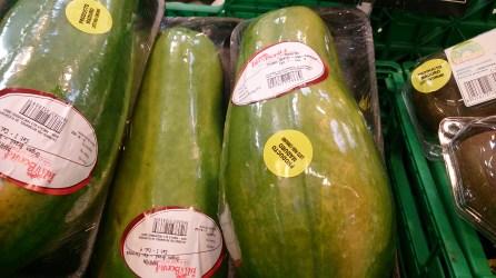 Fruta: Papaya. Proviene de Brasil
