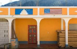 Vivienda con iconografías en San Mateo Ixtatán,Guatemala. 2009. Foto: Andrés Asturias