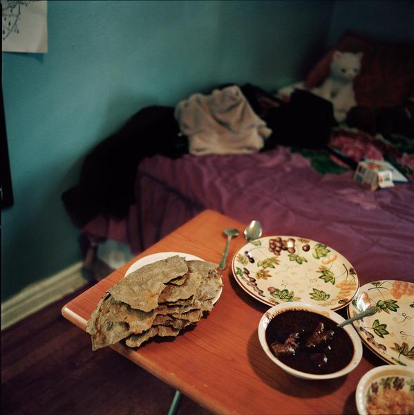 Las Tlayudas son un tipo de tortillas hecha de grano de maíz azul, son más grandes y duras que las ordinarias y se sirven con mole y arroz rojo. Foto: Ruth Prieto